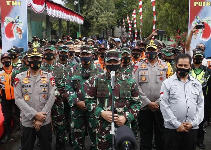 TNI & Polri Kampanyekan Ini Saat Acara Rapat Penanganan COVID-19 di Papua