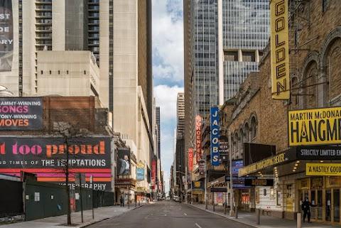 "You Live Outside New York. Are You Ready to Return to Broadway?  ""ให้ฉันรักในละครแค่ไหนฉันก็ไม่อยากเอาชีวิตไปเสี่ยงหรอก"""