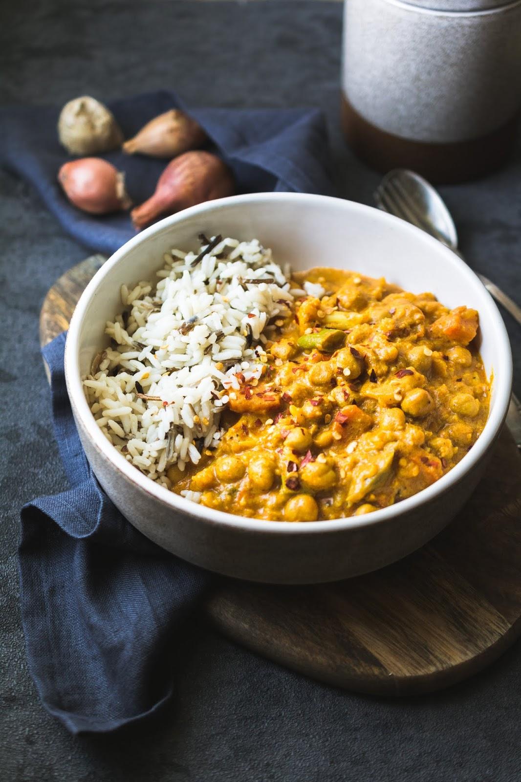 Rezeüt für scharfes Blumenkohl-Curry mit Kichererbsen und Kokosmilch