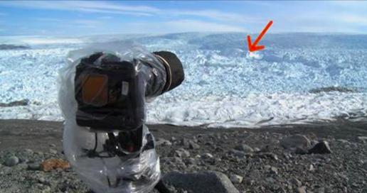 Cet homme entend quelque chose craquer dans le glacier et se fige. Ce qu'il voit ensuite dépasse ses pires cauchemars.