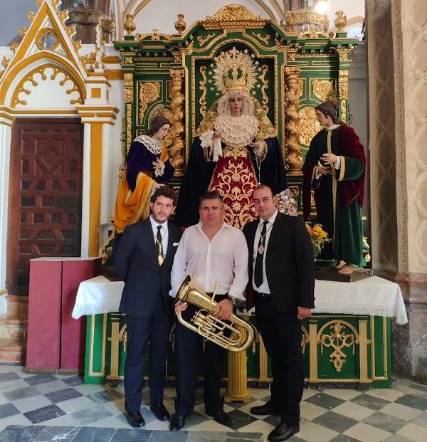 La Quinta Angustia de Utrera ha renovado un año más a la Banda de Música Ciudad de Utrera