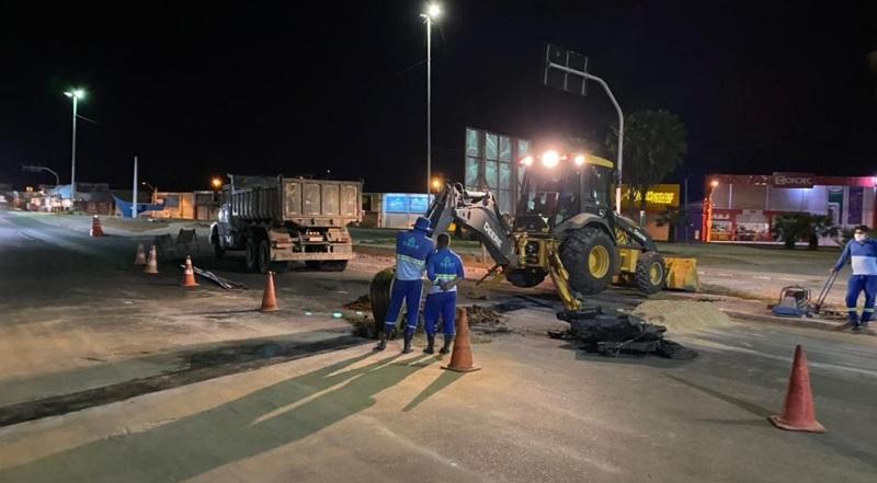 Prefeitura de Juazeiro implanta rede de água na rotatória do Calu; local recebe ação de requalificação e paisagismo