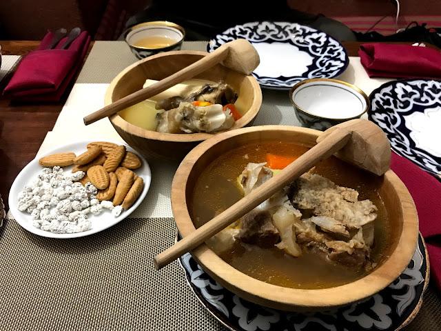 トルクメニスタンの首都アシュガバード近郊にあったレストランで食べたトルクメン料理