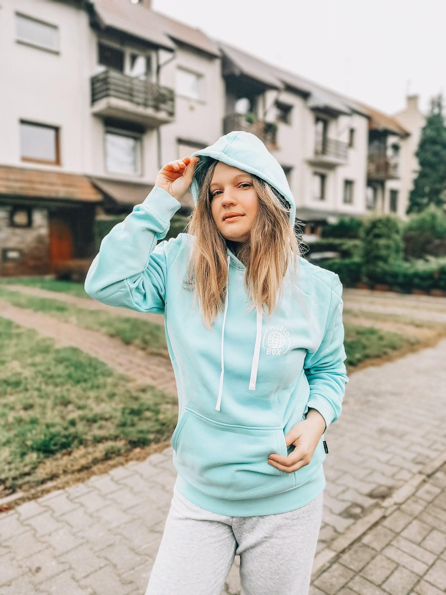 bluza-sportowa-z-kapturem