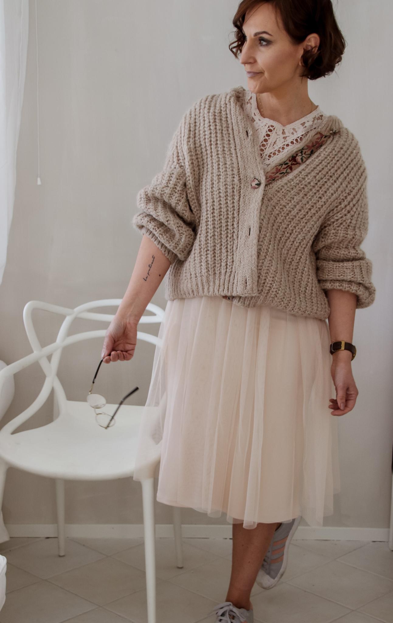 nudenvärinen mekko