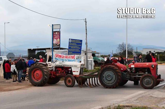 Μπλόκα από αγρότες στους δρόμους σε Καρδίτσα και Λάρισα