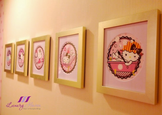 kawaii hello kitty picture frames keio plaza hotel