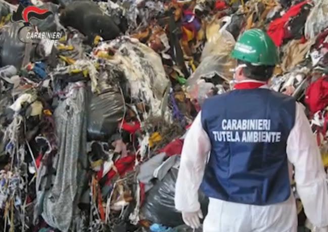 Gli scarti tessili di Prato finivano nei capannoni in disuso in Veneto: 19 indagati e 6 aziende
