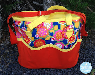 two pretty poppets Summer Lovin Beach Tote - outer pockets