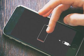 Alasan mengisi baterai semalaman penuh bikin rusak ponsel