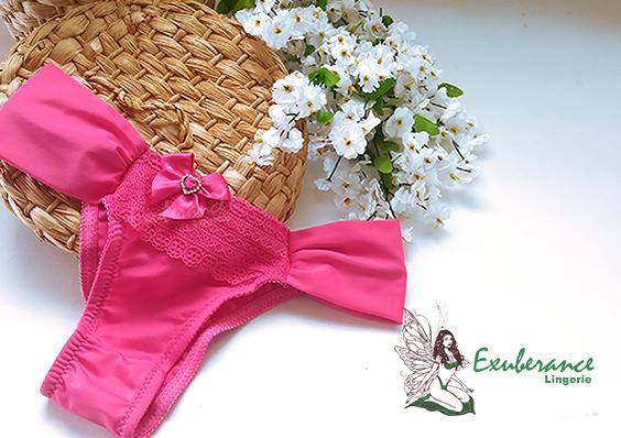 Calcinha da Exuberance na cor pink fivela em pedrarias