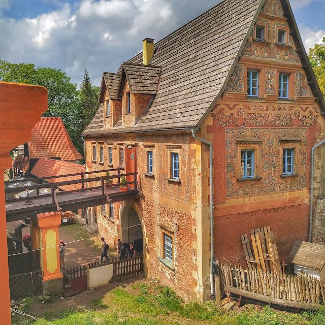 widok na dziedziniec Zamku Grodno, Gmina Walim atrakcje