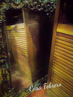 Reflajo de persiana en espejo de Casa Febrero