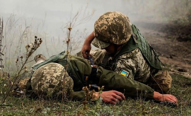 На Донбасі сім обстрілів за добу: поранено бійця ООС