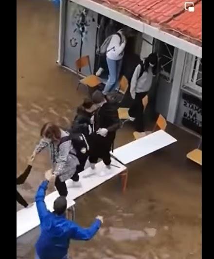 Απίστευτο video απο την εκκένωση σχολείου στη Νέα Φιλαδέλφεια
