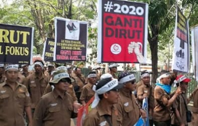Ribuan Karyawan Perhutani Demo,Tuntut Dirut Mundur