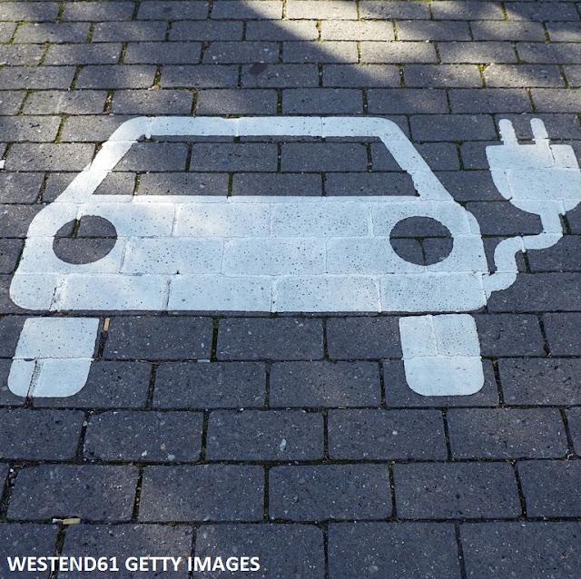 Puis-je poser une question vraiment stupide sur les véhicules électriques ?