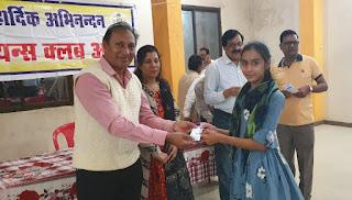छात्राओं एवं महिलाओं को निःशुल्क लर्निंग लायसेंस बनाकर प्रदान किए