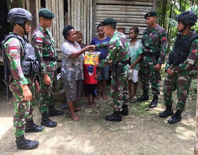 Peringati Hari Ibu 2019,  Satgas Raider 300 Berbagi Kasih Kepada Para Lansia
