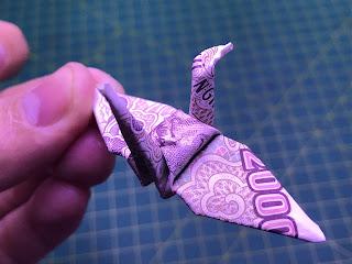 hướng dẫn cách gấp hạc giấy bằng tiền giấy đẹp và đơn giản