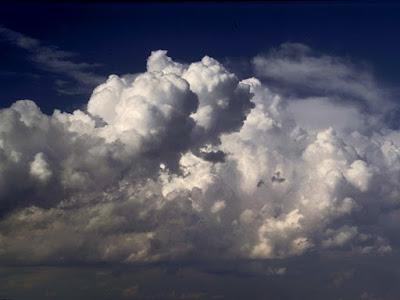 Cuaca merupakan citra fisis atmosfer pada suatu tempat dalam kurun waktu yang relatif s Dinamika Unsur Cuaca dan Iklim