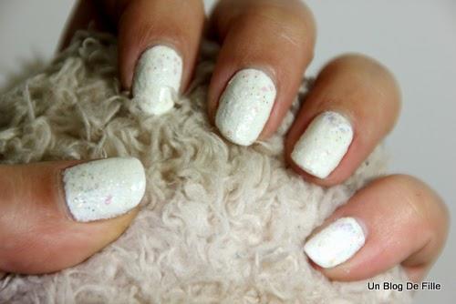 http://unblogdefille.blogspot.fr/2013/12/nailstorming-nail-art-ice-queen.html