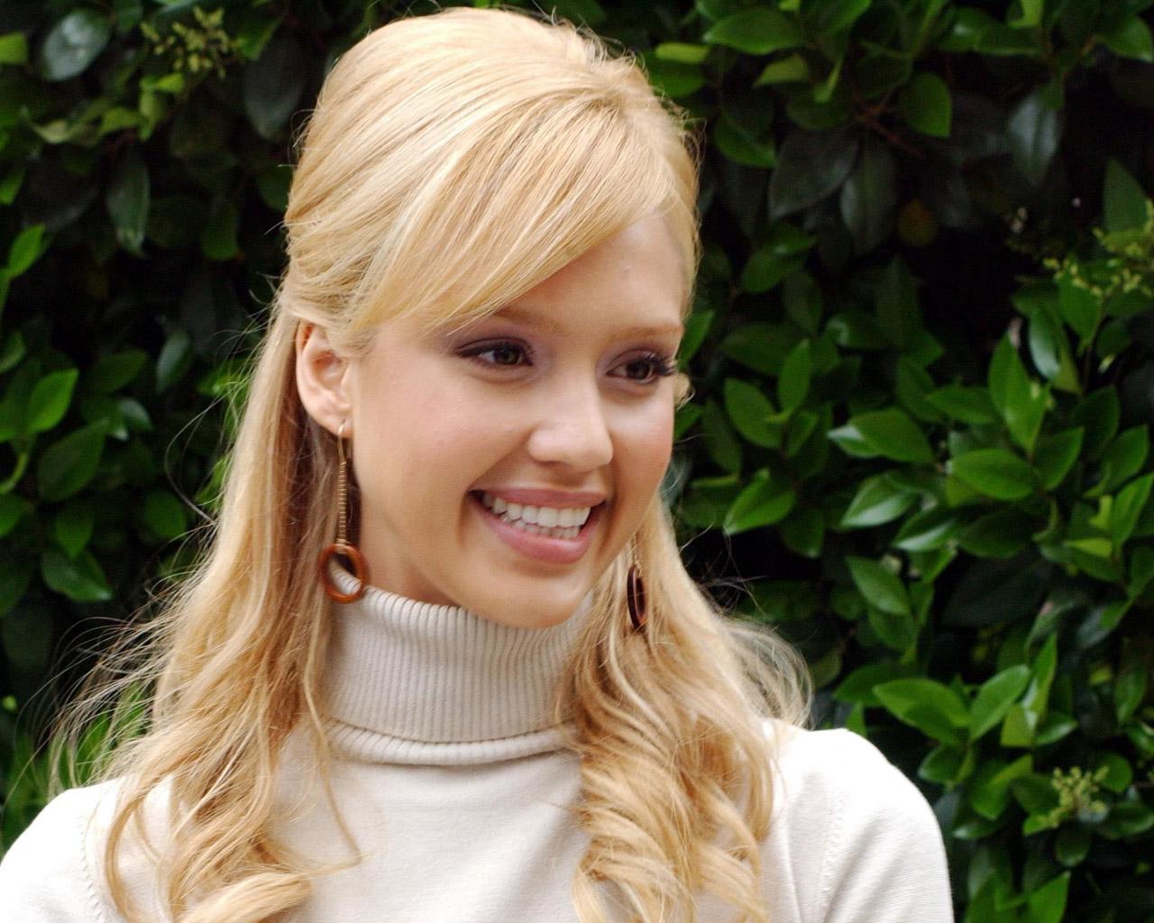 12 Gorgeous Jessica Alba Hairstyles