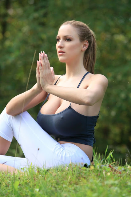 Jordan-Carver-Yoga-Hot-Sexy-HD-Photoshoot-Image-15