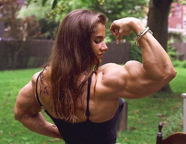 wanita seram berotot kuat
