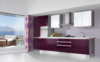 Cocina violeta y blanco