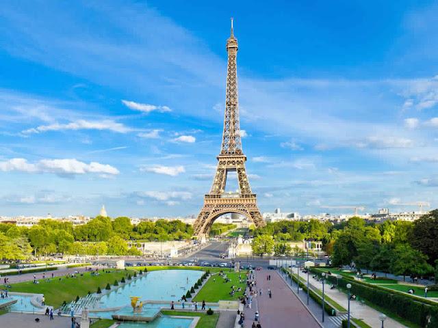 صورة جميلة ملتقطة تحتوي على برج ايفيل باريس