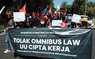 Apes! Puan Maharani ke Bali Malah Disambut Demo Tolak Omnibus Law