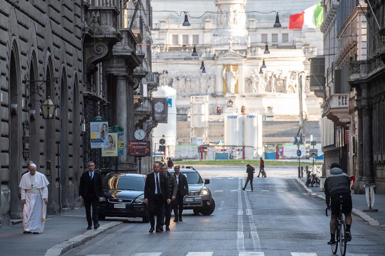 El Papa por las calles de Roma
