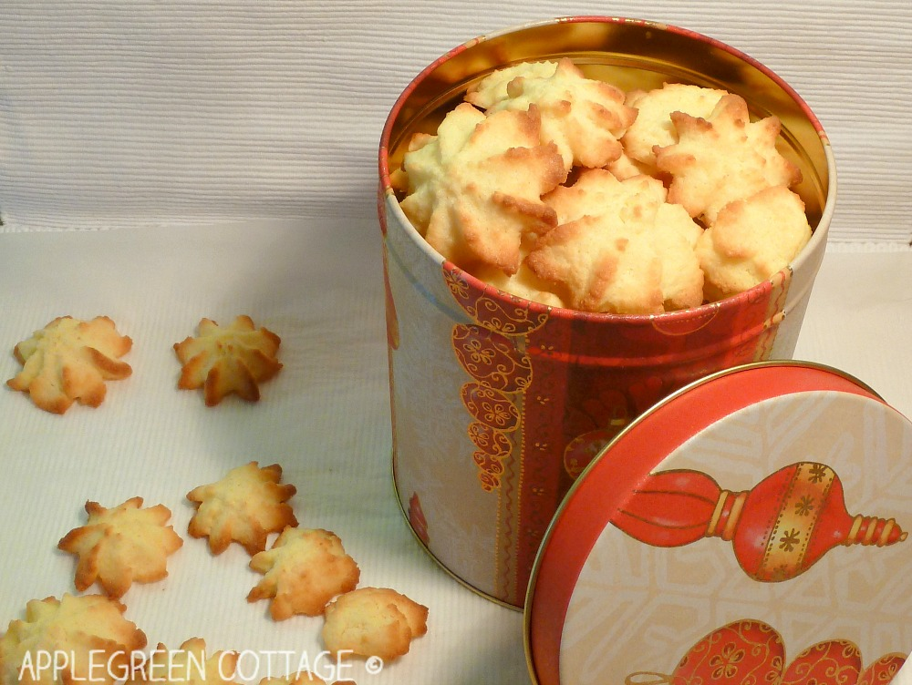 Christmas Coconut cookies - AppleGreen Cottage