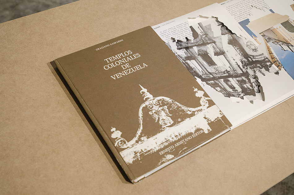 Libro de Graziano Gasparini intervenido por Manuel Eduardo González