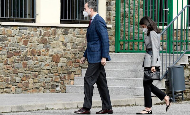 Queen Letizia wore a double breasted glen plaid blazer from Carolina Herrera, and a black lace trim camisole top from Zara