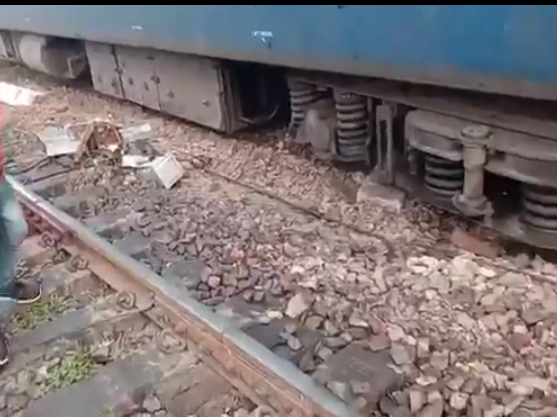 चारबाग में बड़ा हादसा टला, पटरी से उतरे पैसेंजर ट्रेन के दो डिब्बे