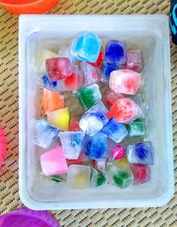 Παγάκια με πομ πομ/Pom pom ice cubes