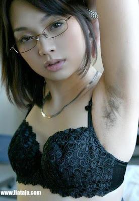 Foto Wanita Cantik Punya Bulu Ketiak Yang Lebat - liataja.com