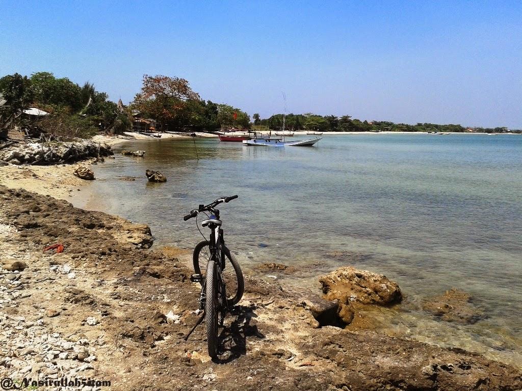 Sudut pantai Ombak Mati, Bondo yang banyak karang
