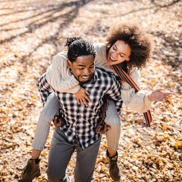 Benefits of Online Dating This Autumn, Benefits of Online Dating, online dating benefits, online dating positives, experiences online dating, dating in UK