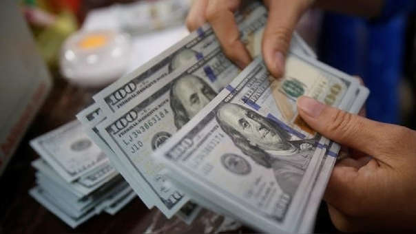 Precio del dólar alcanza máximos de 18 años