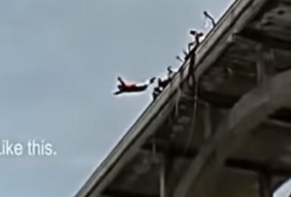 orang jatuh dari ketinggian ngeri