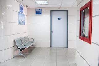 Homem atira duas vezes em médico após ejacular durante exame de próstata