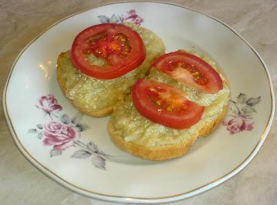 retete de mancare reteta salata de vinete cu rosii pe felii de paine,