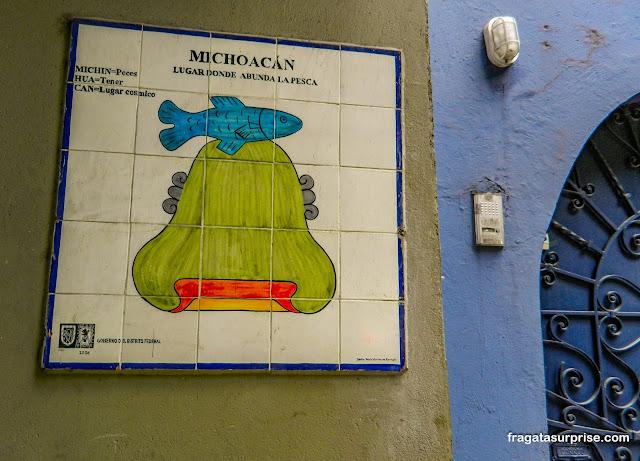 Painel de azulejos em um sobrado do bairro de La Condesa