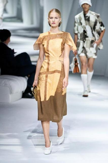 Desfile de moda Fendi