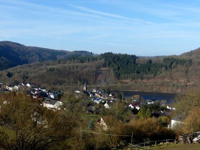 Nationalpark Eifel Einruhr Rursee Eifelsteig Wandern mit Hund Frühling Urlaub Ostern