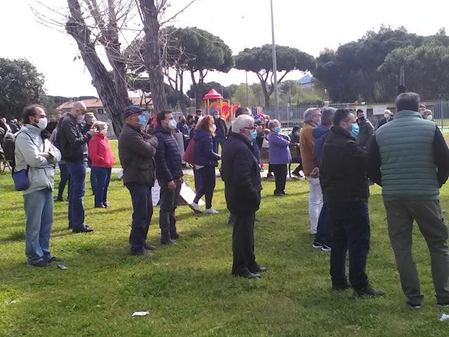 La protesta dei pendolari della Roma-Lido