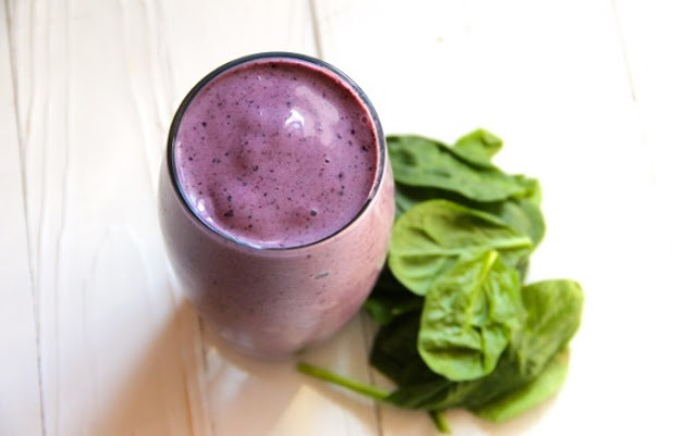 Blueberry Spinach Breakfast Smoothie #healthy #drinks